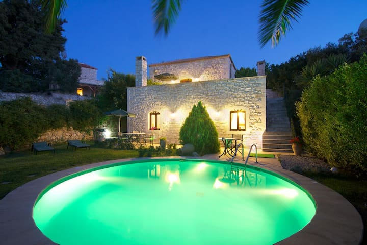 Steinvilla Erato mit Swimming Pool - Vederi - House