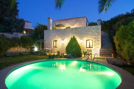 Steinvilla Erato mit Swimming Pool - Vederi - Rumah
