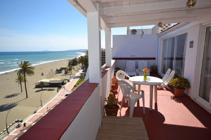 Beachfront penthouse studio in Estepona! - Estepona - Byt