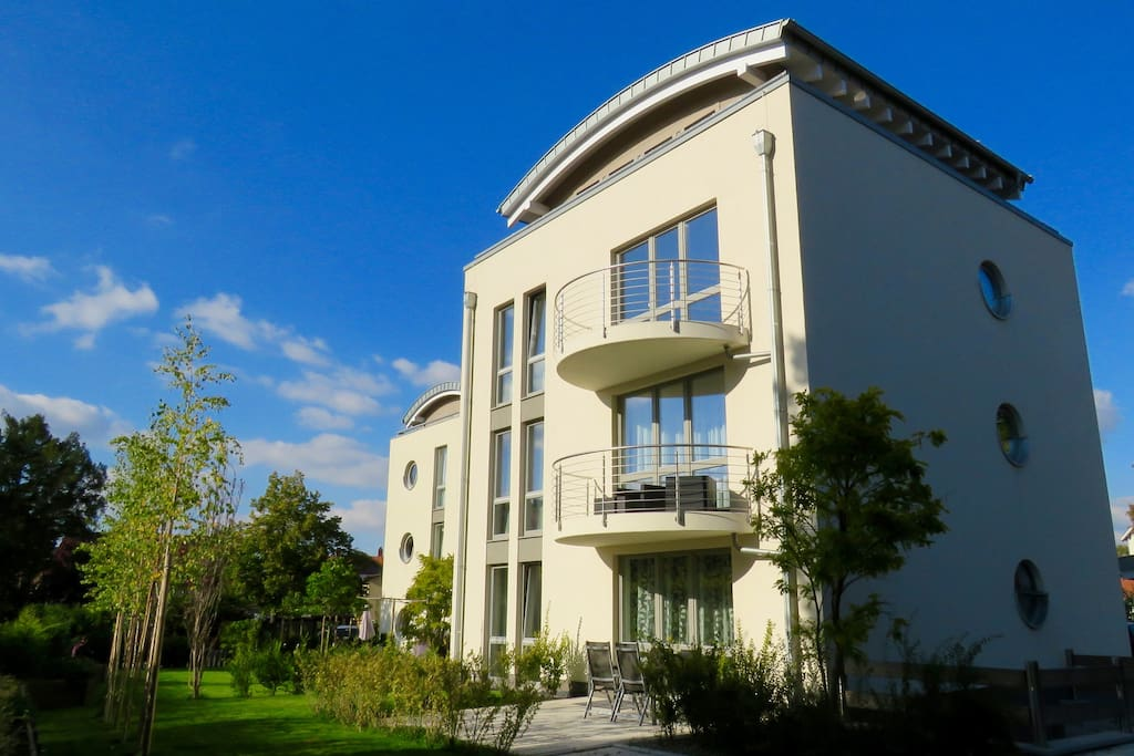 apartment monopol garden luxus ferienwohnung wohnungen. Black Bedroom Furniture Sets. Home Design Ideas