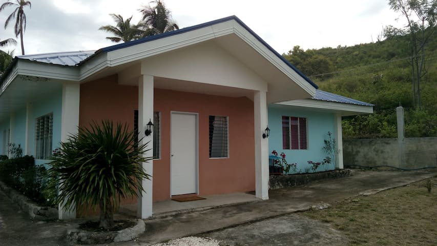 Affordable Accommodation for 6 with Swimming Pool. - Dalaguete - Hus