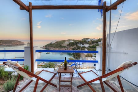 DECK SYROS PREMIUM APARTMENTS
