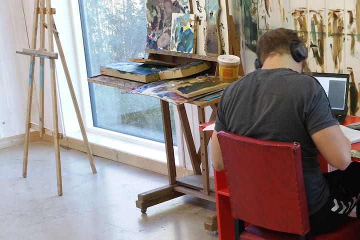 Atelier Austmarka - Room in a small village.