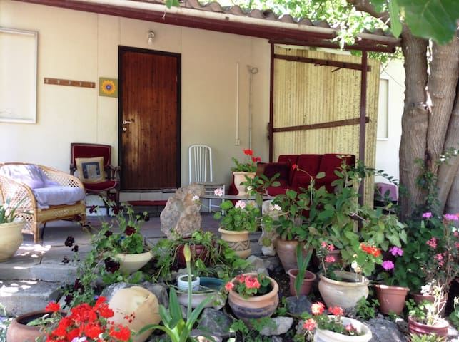 Cute room - lovely cabin in a farm - Yokne'am Moshava - Cabin
