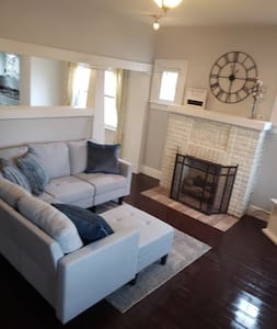 Cozy, 2 bdrm home. Weekly and monthly rates avail.