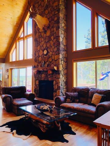 Luxury Private Cabin, Million $ Views, Hot Tub!!!