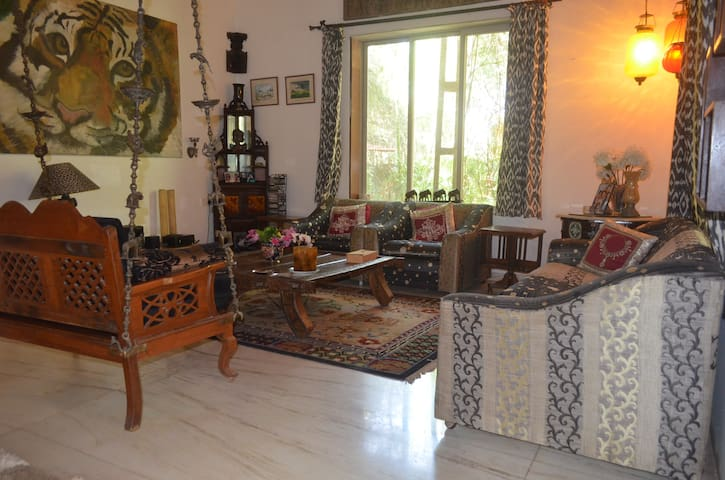 Cute 2 bhk with over two acres of land. - Kihim - Bungalow