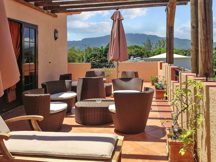 Apartment with one bedroom in La Mivoie, La Preneuse, Black River, with wonderful sea view, shared pool, furnished balcony - 500 m from the beach