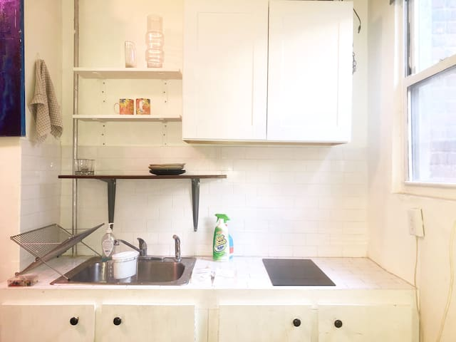 Cozy clean artistic studio apartment in Bushwick!