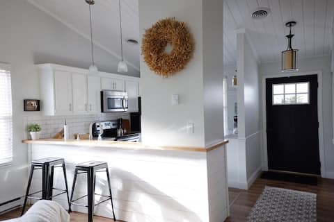 ☆Uptown Cottage☆  newly renovated, super cute
