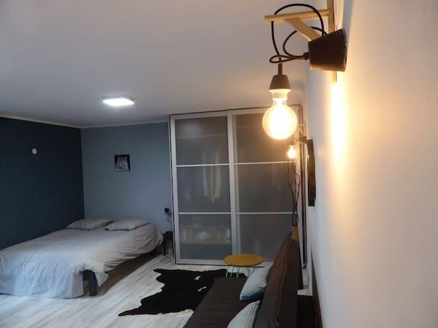 le studio avec un lit double