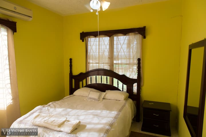 Belize Toucan Nest Hotel - Room 1 - San Ignacio - Hotel boutique