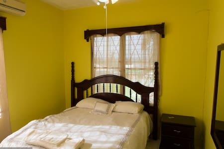 Belize Toucan Nest Hotel - Room 1 - San Ignacio - Hotel butik