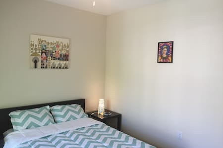 Bed and bath in sunny apartment - Decatur