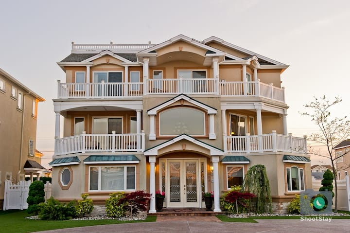 Luxury Beach Mansion -8 BR, 8 Baths-Sleeps 23