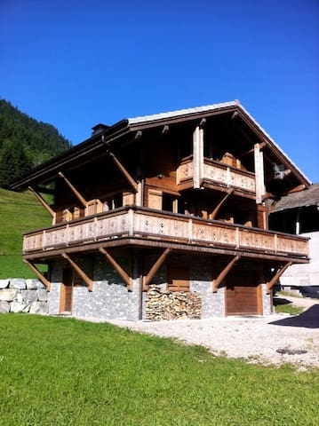 Brand new built 4 bedroom / 2 bathroom chalet - MORZINE - Rumah