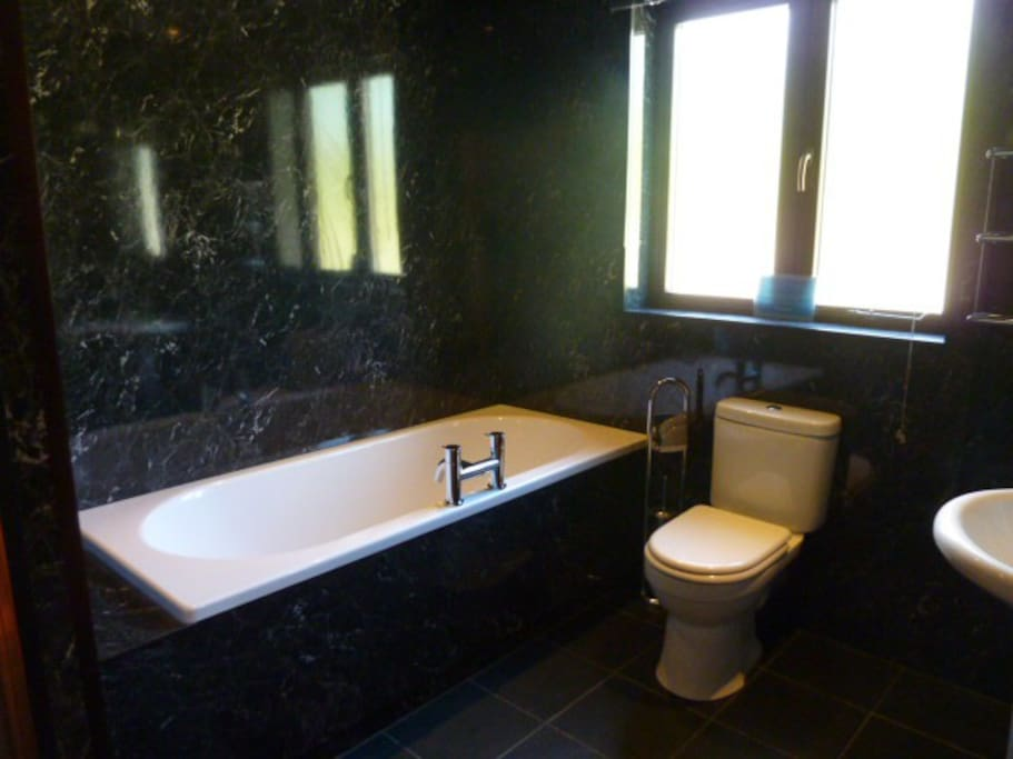 En-suite bathrooms at each bedroom