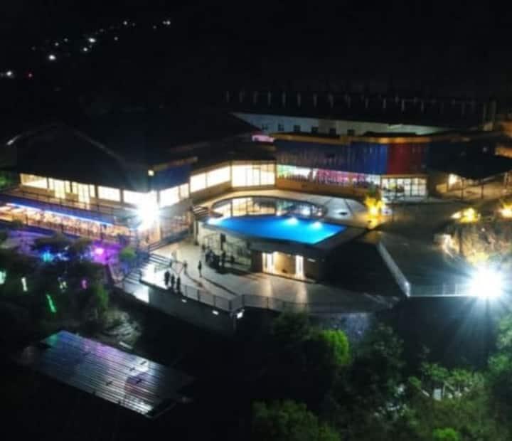 Akomodasi yang nyaman & Pemandangan Teluk Palu