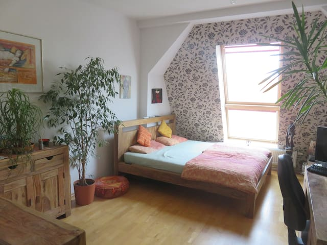 Big room in comfortable 180qm flat, 40qm terrace - Berlim - Apartamento