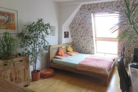 Big room in comfortable 180qm flat, 40qm terrace - Berlim - Apartamento
