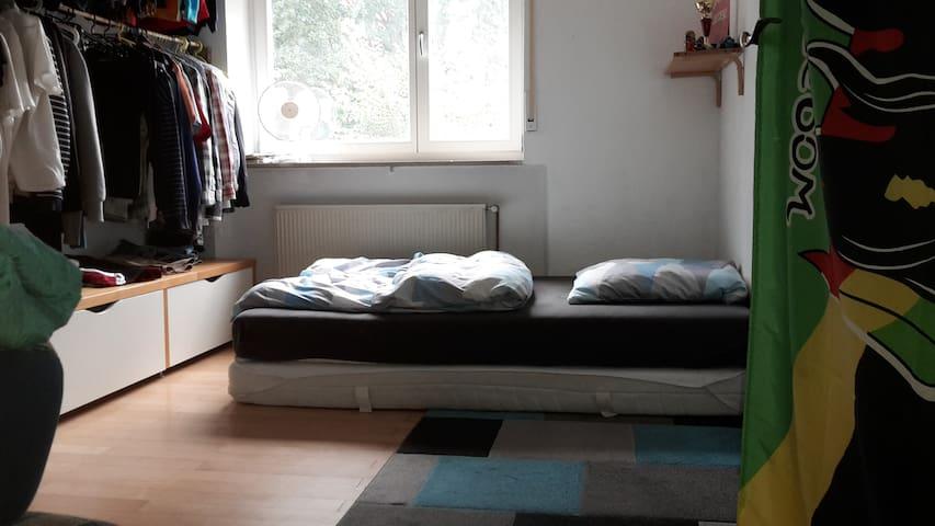 14 qm Zimmer, zentral, Möglichkeit Zusatzmatratze