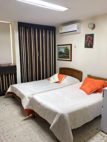 Elie's room HAB. PRIVADA COMO APARTAMENTO COMPLETO