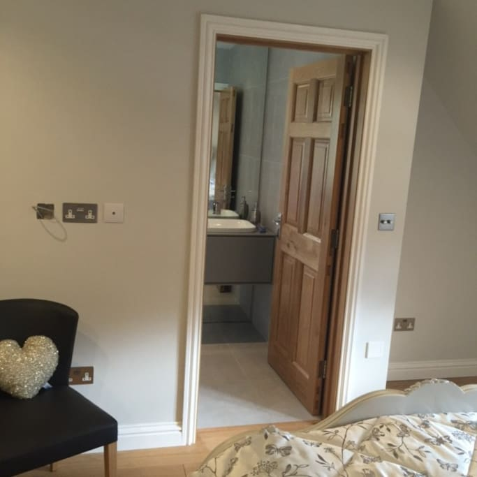 Door to ensuite from bedroom