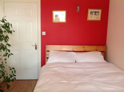 Double ensuite bedroom in a convenient Cork suburb