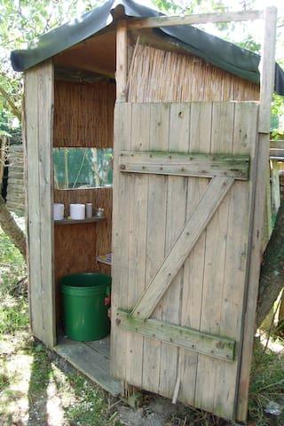 """Unsere Komposttoilette mit Blick über die Felder- """"Zimmer mit Aussicht"""""""