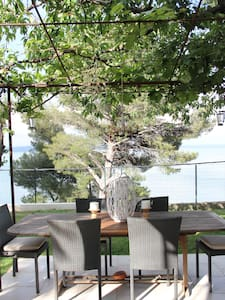 chambre sur jardin avec vue etang de berre - Istres