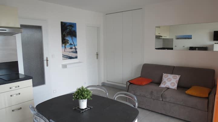 Charmant studio cabine  200 m plage centre ville