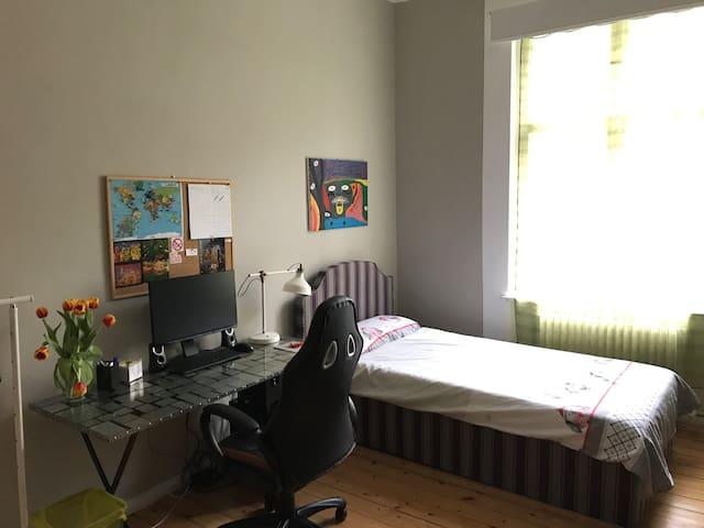 1 ruhiges Zimmer
