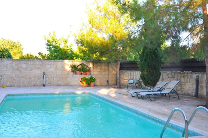 Three bedroom  Villa with private pool in Pachna - Pachna - Villa