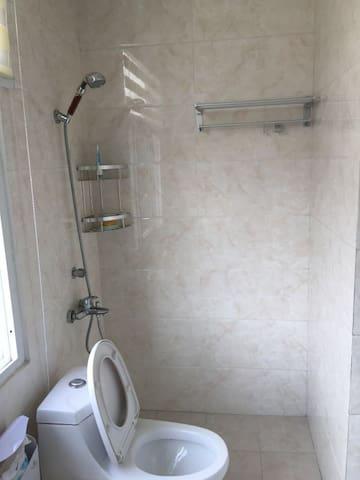 舒适宁静的两层洋房里面的单间,跟宾馆无差别,带独立卫生间。 - 扬州市