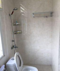 舒适宁静的两层洋房里面的单间,跟宾馆无差别,带独立卫生间。 - 扬州市 - Vila