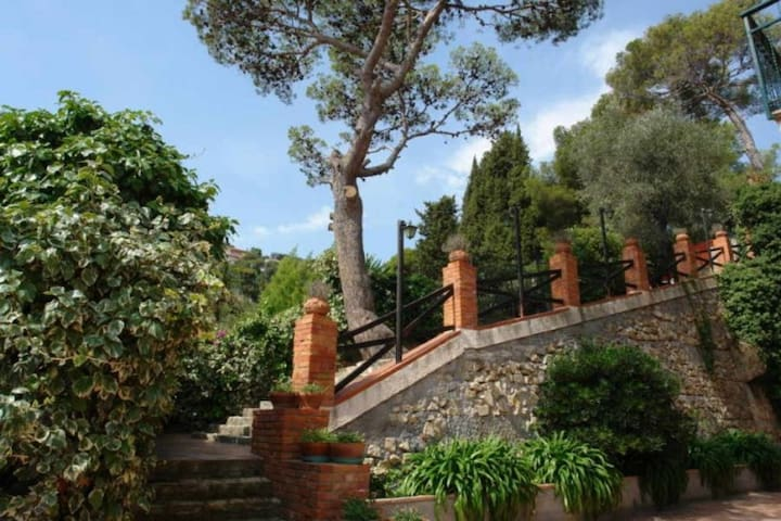 Villa Poggio d Andora No 12. Swimmingpool 600 metres from the beach Balcony with sea view