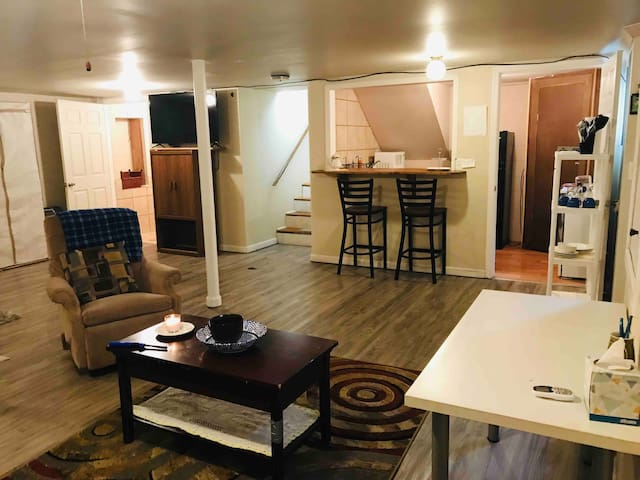 Adorable, neat, cozy studio apartment, 7 min.to LU