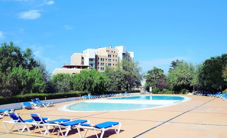Best Welcome Apt: Pool & Parking Indoor CityCenter