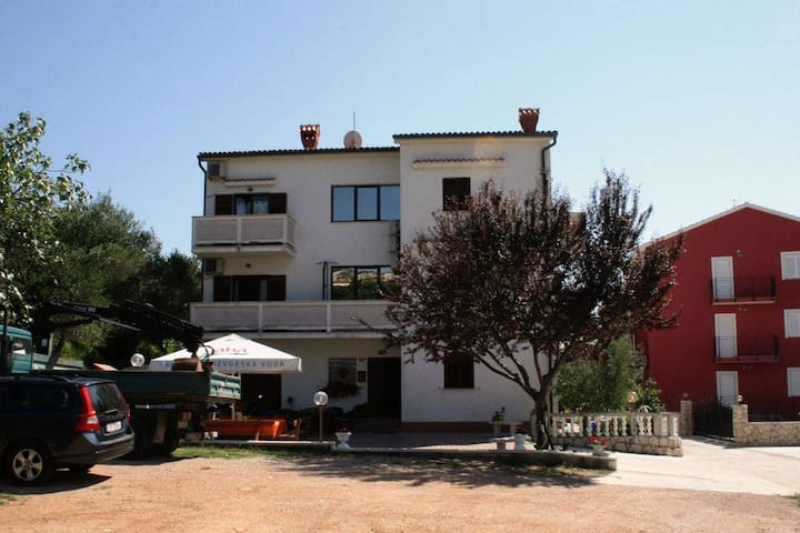 Two bedroom apartment with balcony Palit, Rab (A-5044-b) - Palit - Pis