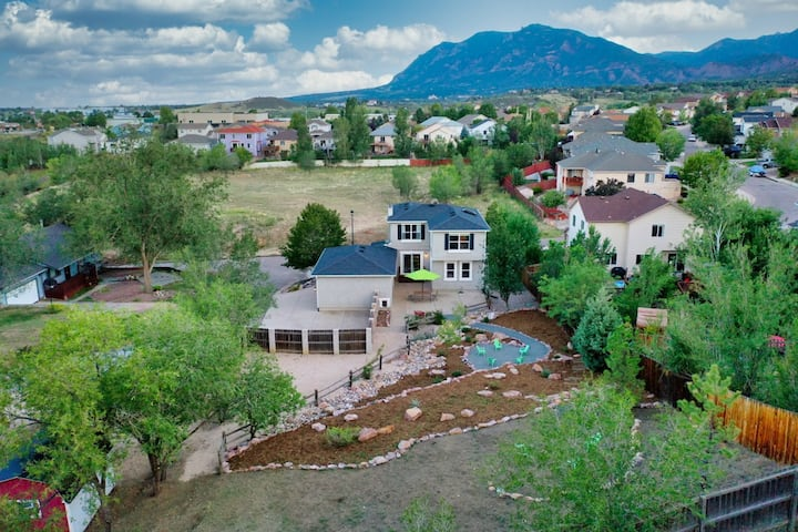 Central WEST Mountain Abode w/ 4 bed/ 3.5 bath