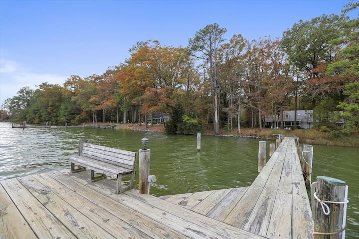 Mallard Point Cottage - Relaxing Waterfront Home, Kayaks, Bikes, Pet-Friendly!