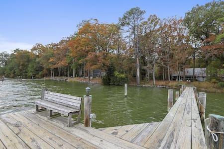 Mallard Point Cottage - Relaxing Waterfront Home, Kayaks, Bikes, Pet-Friendly!