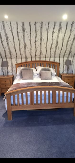 Kingsize bedroom with enquiry and double sofa bed