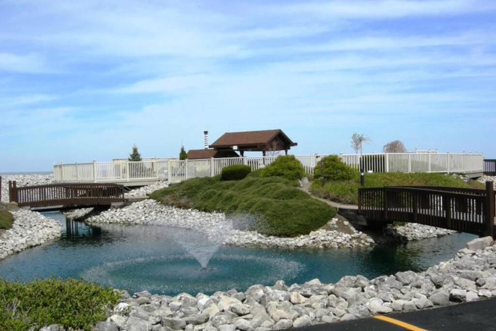 CARIBBEAN RESORT SETTING on the Shores of Lake Erie