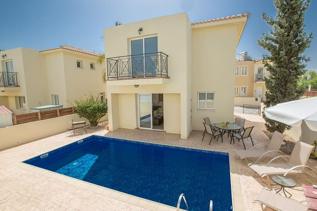 Villa Carrie - Beautiful 3 Bedroom Pernera Villa, Close to the beach