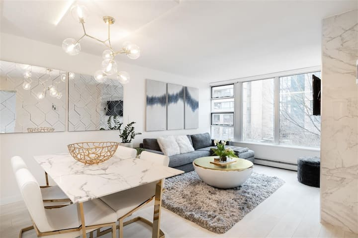 MARINASIDE LUX 1 BED w PARKING in PRIME YALETOWN