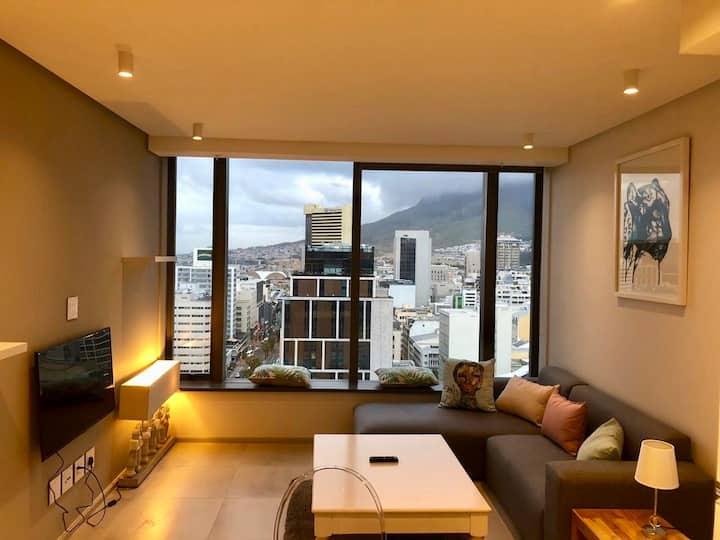 Modern city centre apartment Table Mountain views
