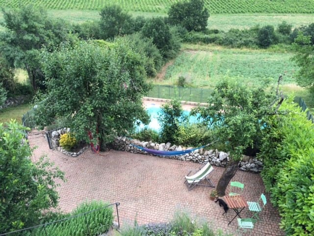 Maison en pierre, jardin et piscine - Saint-Beauzile