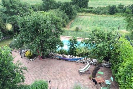 Maison en pierre, jardin et piscine - Saint-Beauzile - Rumah