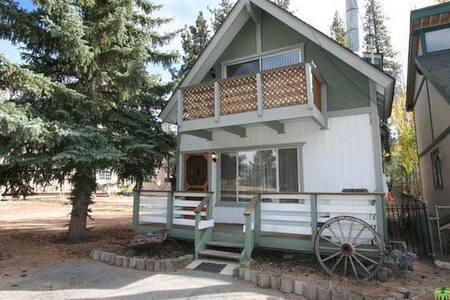 Village Hideaway- Located just outside the village - Big Bear Lake - Casa